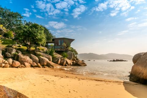casa con playa propia en Brasil, Airbnb