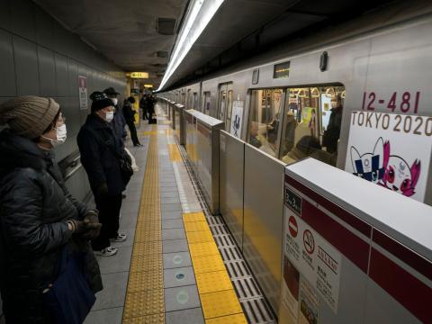 Metro en una estación de Tokio.