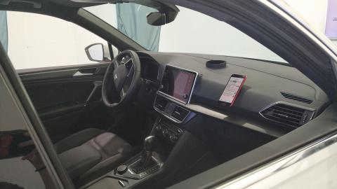 El coche conectado dentro de la cámara del laboratorio de Telefónica.