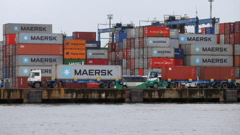 Contenedores de Maersk en el puerto de Santos, en Brasil