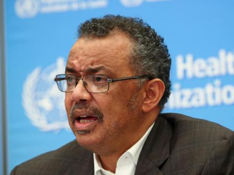 """El Director General de la OMS, Tedros Adhanom Ghebreyesus, hablando durante una rueda de prensa en Ginebra, tuiteó que los casos de coronavirus fuera de China podrían ser """"la punta del iceberg""""."""