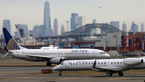 Dos aviones de United Airlines en el aeropuerto de Newark (EEUU)