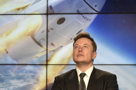 Elon Musk y Crew Dragon