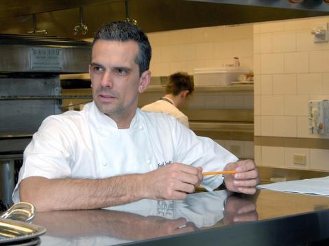 Emett trabajando en uno de los restaurantes de Ramsay.