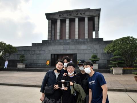 Turistas en el mausoleo de Ho Chi Minh el 11 de febrero.