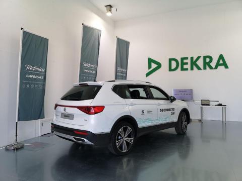 El hangar con cámara apantallada dentro del laboratorio de Telefónica para el coche conectado en Málaga.