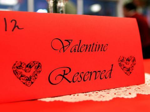 Las reservas para la cena de San Valentín son difíciles de conseguir.