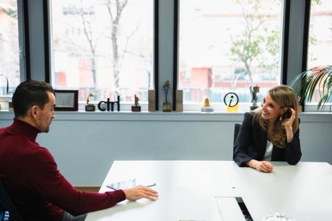 Irene Cano, directora general de Facebook para España y Portugal (izq) y Manuel del Campo, CEO de Axel Springer España (izq).