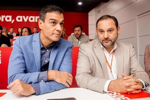 José Luis Ábalos y Pedro Sánchez en una Ejecutiva del PSOE.