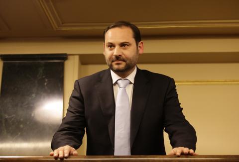 José Luis Ábalos toma posesión como diputado por Valencia el 24 de abril de 2009.