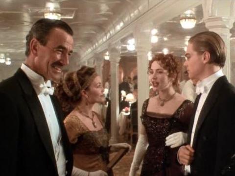 "La escena de la cena de primera clase en ""Titanic""."
