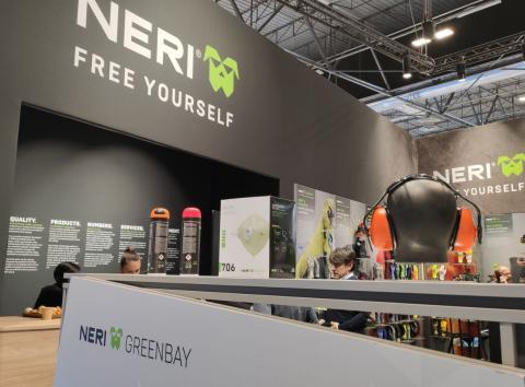 Una mascarilla de la marca Neri expuesta en Sicur, en Ifema, Madrid.