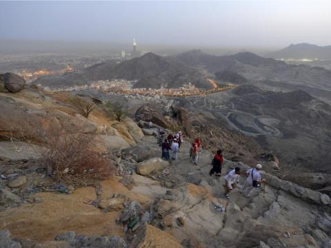 Peregrinos en la cima del Jabal Thawr.