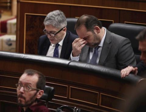 Los ministros Fernando Grande-Marlaska y José Luis Ábalos (arriba) y el portavoz de Unidas Podemos en el Congreso, Pablo Echenique.