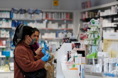 mujer farmacia coronavirus