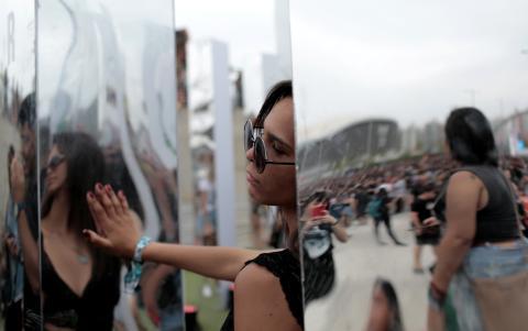 Mujer en un festival.