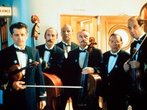 """Los músicos del barco, tal y como aparecen en la película """"Titanic"""" de 1997."""