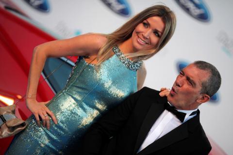 Nicole Kimpel posa con Antonio Banderas.