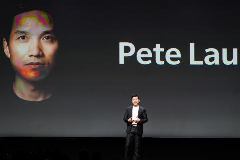 El director ejecutivo de OnePlus, Pete Lau, en el lanzamiento del nuevo OnePlus 6T en Nueva York en 2018.