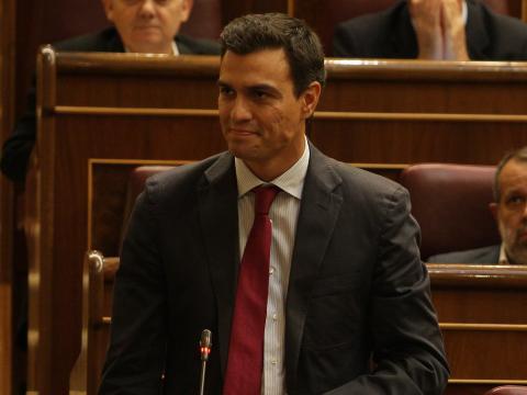 Pedro Sánchez tomando posesión como diputado por primera vez (2009).