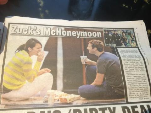 Periódico sobre la luna de miel de Mark Zuckerberg