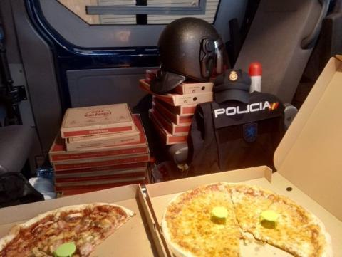 Pizzas de Forocoches para los agentes de la Policía Nacional.