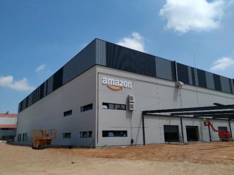 Planta logística de Amazon en Asturias.
