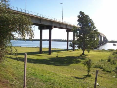 Puente del General Artigas, que une Uruguay con Argentina