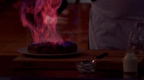 Ramsay flamea su tarta tatin en 'MasterChef'.