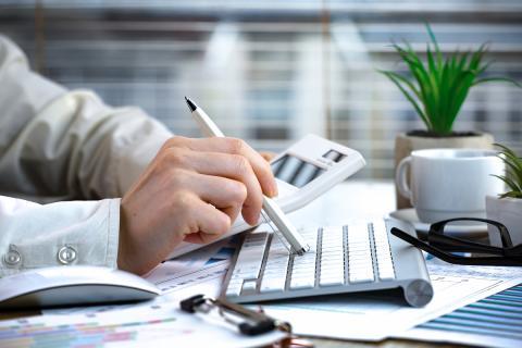 Revisar documentos y cálculos