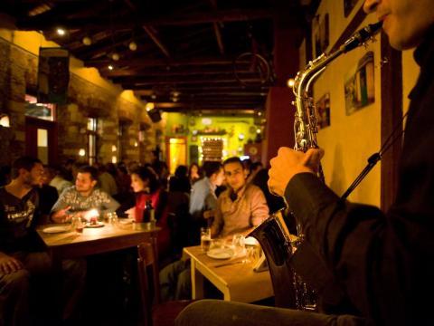 Un restaurante romántico en Heraklion, Grecia.