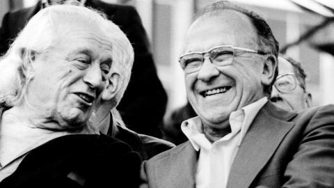 El secretario general del PCE, Santiago Carrillo, y el poeta Rafael Alberti en la 1ª fiesta del PCE en Casa de Campo de Madrid. 1978