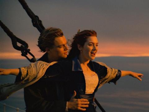 Hay 3 películas empatadas con el mayor número de victorias: 'Ben-Hur' (1959), 'Titanic' (1997), y 'El Señor de los Anillos: El retorno del rey' (2003) con 11 premios cada una