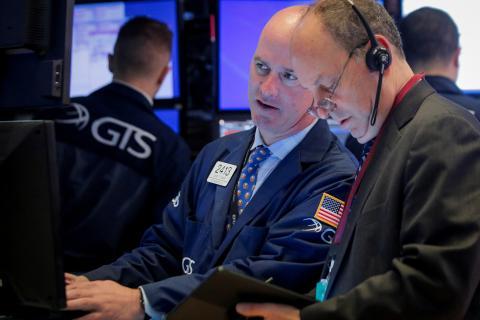 Traders miran con inquietud el comportamiento de Wall Street.