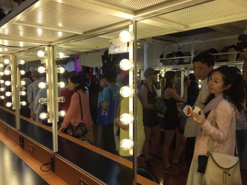 Visita a los camerinos del Teatro del Diamond Princess.