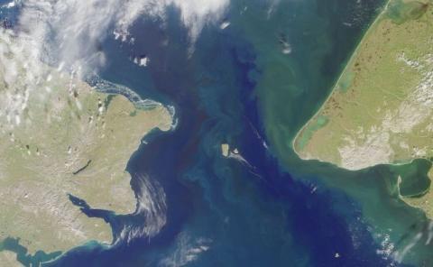 Vista satelital del Estrecho de Bering, entre Alaska y Rusia.