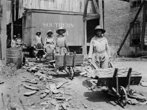 Trabajadoras negras de la construcción en el sur de EEUU.
