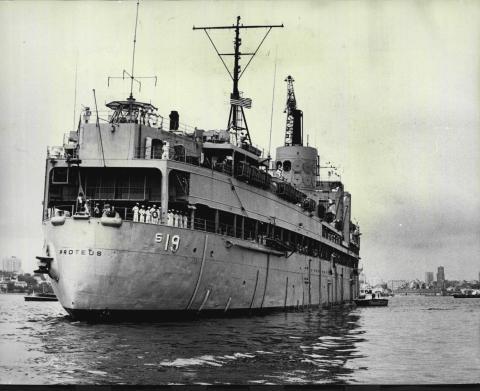 El USS Proteus.
