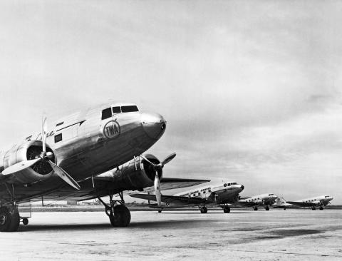 Vuelo DC-3, 1937.