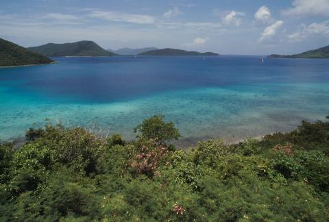 Vista de la isla de St. Thomas, donde los pasajeros esperaban al avión que nunca llegaría.
