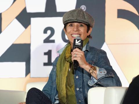 Dominique Crenn habla en el escenario SXSW en Austin, Texas.