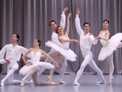 Actores, bailarines y otros artistas.