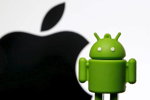 Las ventajas y desventajas que ofrecen tanto Apple como Samsung ilustran sus diferentes enfoques cuando se trata de la estrategia de los teléfonos inteligentes.