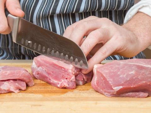 Cortar la fibra puede hacer que la carne sea difícil de comer.