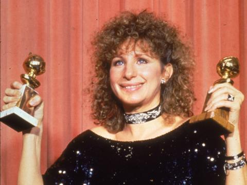 Barbra Streisand tiene sus dos premios en la 41ª edición de los Golden Globe Awards.