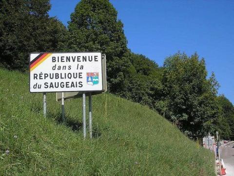 Cartel de bienvenida a Saugeais