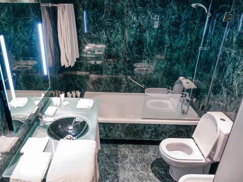 A modern marble hotel bathroom.