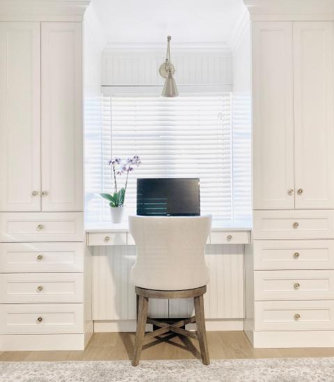 El espacio blanco sobre blanco tiene un aspecto minimalista.