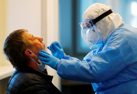 Síntomas menos frecuentes del coronavirus a los que prestar atención.