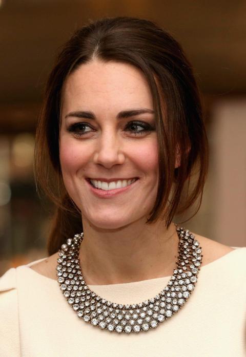 Resulta curioso que un miembro de la familia real usara diamantes de imitación en lugar de diamantes de verdad.